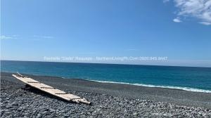 Peaceful, Clean and Tranquil Pebble Beach, Luna, La Union