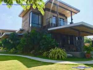 Stunning Modern Home w/ separate Guest Accommodation & Ocean View, San Juan, La Union